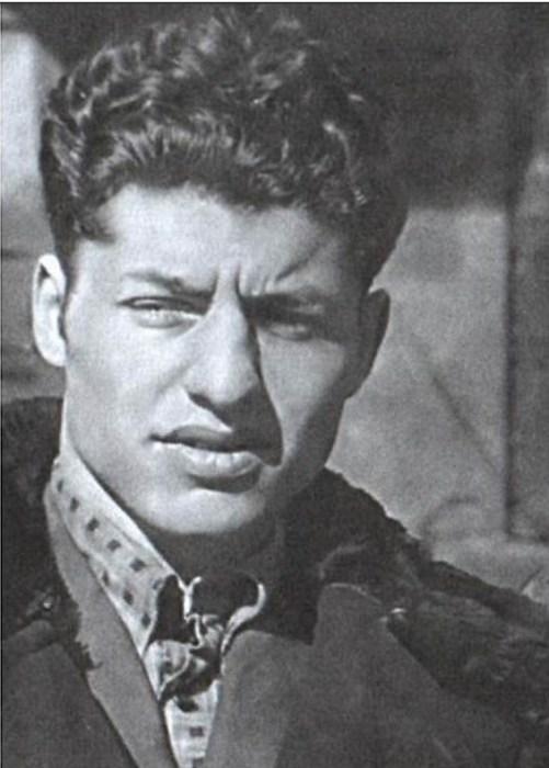 Александр Поляков в 1952 году (в это время он уже носил фамилию отчима Воронель). / Фото: www.nemaloknig.com
