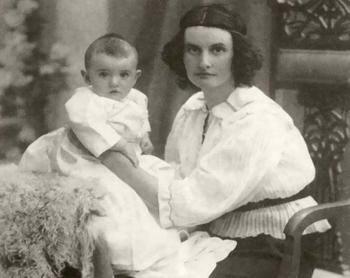 Ольга Высотская с сыном Орестом. / Фото: www.kino-teatr.ru
