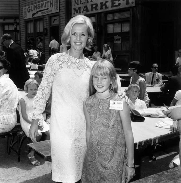 Мелани Гриффит с мамой Типпи Хедрен. / Фото: www.imgur.com