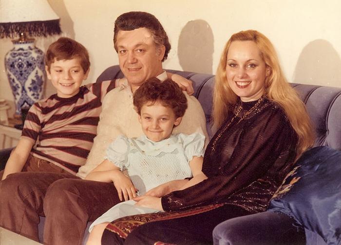 Иосиф и Нелли Кобзон с детьми. / Фото: www.krimchel.ru