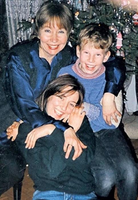Людмила Дмитриева с дочерью и сыном. / Фото: www.stuki-druki.com