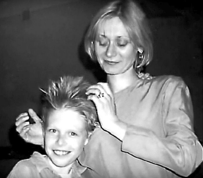 Ася Воробьёва с сыном Никитой Ефремовым. / Фото: www.navolne.life