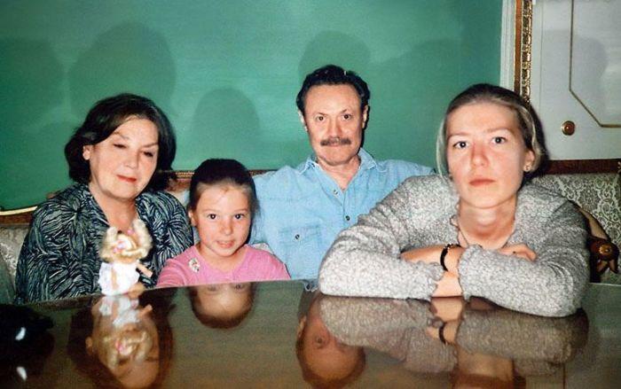 Юрий Соломин с женой, внучкой Сашей и дочкой Дашей. / Фото: www.7days.ru