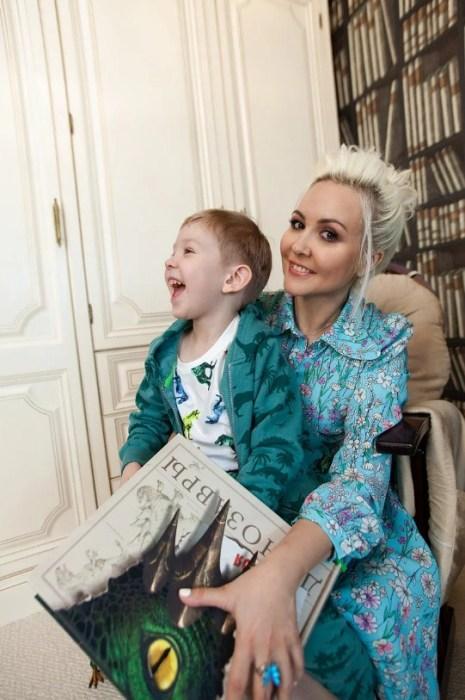 Василиса Володина с сыном. / Фото: www.yandex.net
