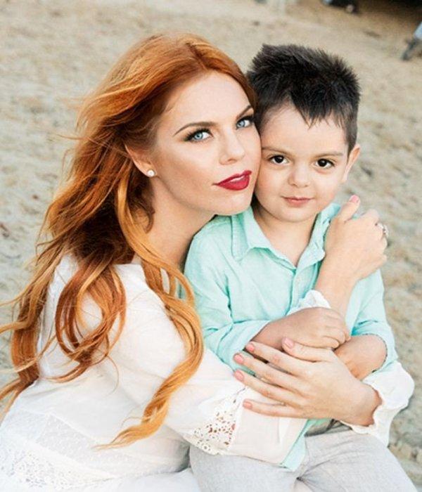 Анастасия Стоцкая с сыном. / Фото: www.svopi.ru