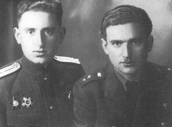 Ðфраим и Иосиф (слева) Фишманы, июль 1945 года. / Фото: www.7iskusstv.com