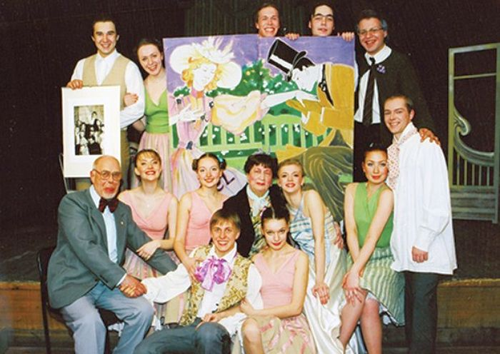 Рива Левите со студентами Нижегородского театрального училища. / Фото: www.stnmedia.ru