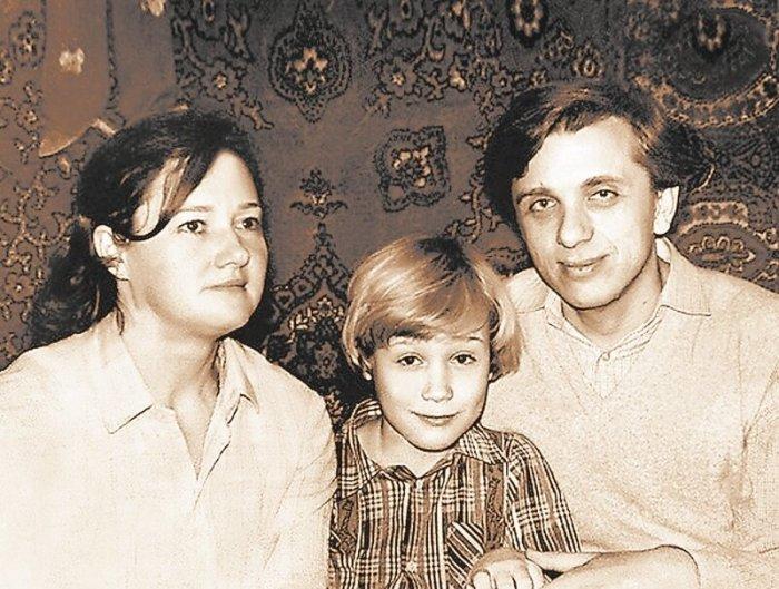 Евгений Стеблов с женой Татьяной и сыном Сергеем. / Фото: www.yandex.net