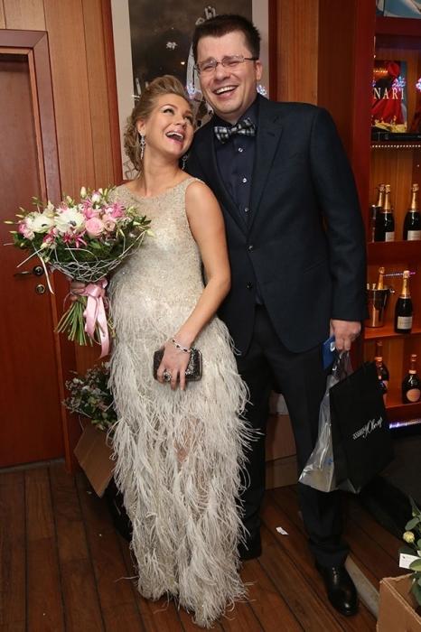Кристина Асмус и Гарик Харламов. / Фото: www.paparazzi.ru