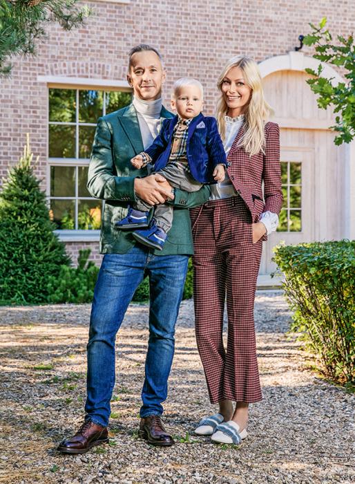 Степан Михалков с женой и сыном. / Фото: www.hellomagazine.com