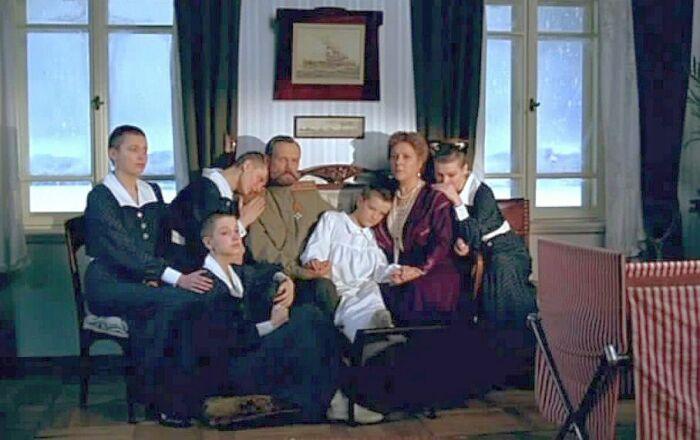 Кадр из фильма «Романовы. Венценосная семья». / Фото: www.kinopoisk.ru