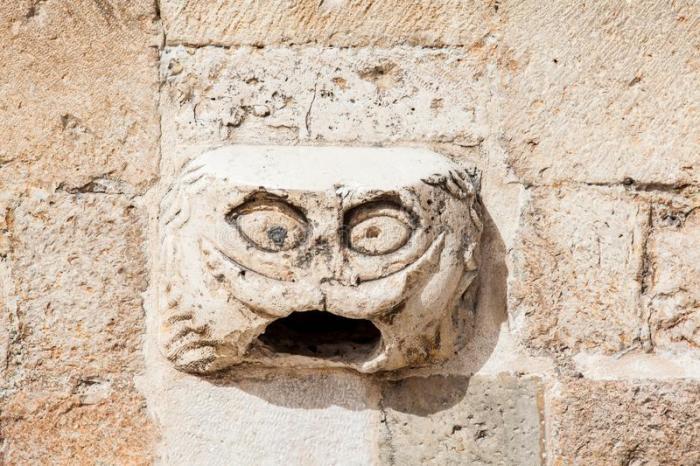 Голова горгульи, Дубровник, Хорватия. / Фото: www.dreamstime.com