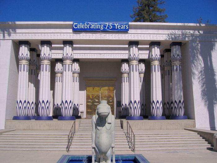Вход в Египетский музей Розенкрейцеров. / Фото: www.wikipedia.org