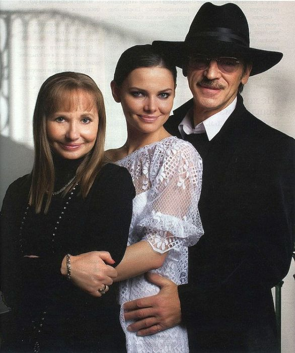 Елизавета Боярская с родителями Ларисой Луппиан и Михаилом Боярским. / Фото: www.kino-teatr.ru