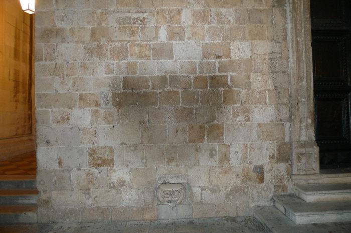 Голова горгульи, Дубровник, Хорватия. / Фото: www.atlasobscura.com