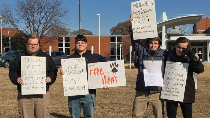 Старшеклассники выступили в защиту Питера Вламинга. / Фото: www.wakeupuk.net