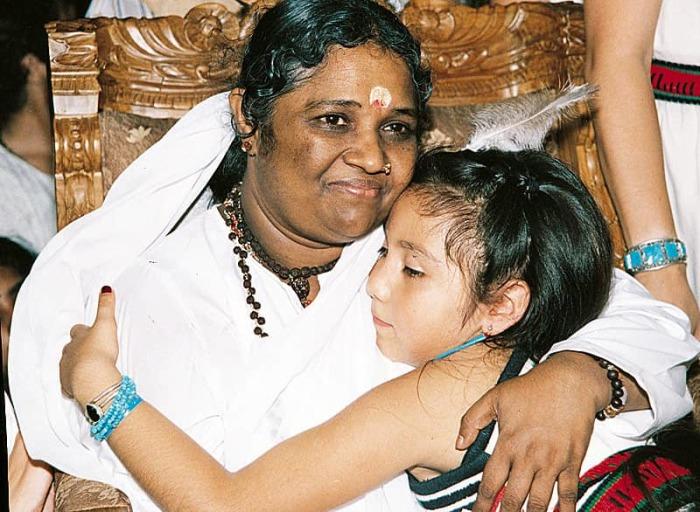 Мата Амританандамайи - Обнимающая мать. / Фото: www.indiastyle.ru