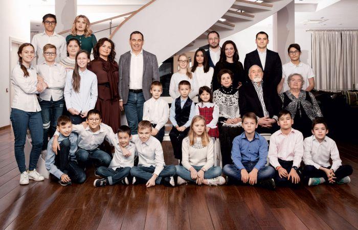 Миллиардер и самый многодетный отец России Роман Авдеев: Как воспитать 23 ребенка