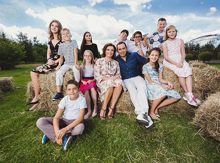Роман Авдеев считает воспитание детей главным делом в жизни. / Фото: www.whoiswhopersona.info