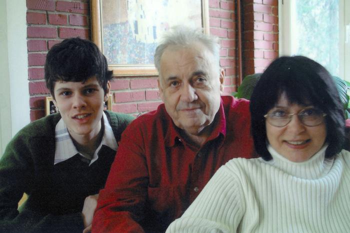 Ольга Рязанова с отцом и сыном. / Фото: www.story.ru