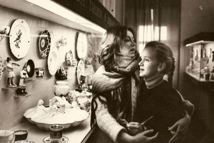 Анна Терехова в детстве с мамой. / Фото: www.edinstvennaya.ua