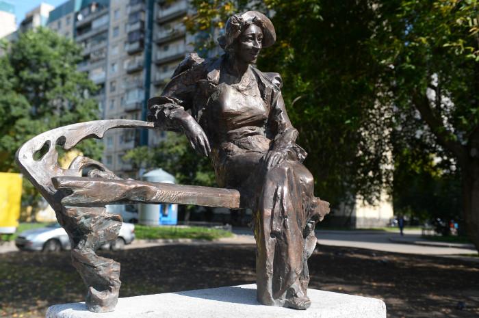 Памятник Фаине Раневской в Санкт-Петербурге. / Фото: www.mayaksbor.ru