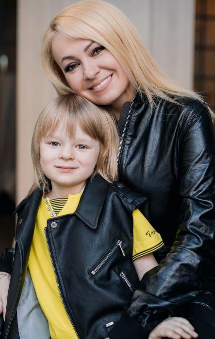 Яна Рудковская с сыном. / Фото: www.ex-news.com