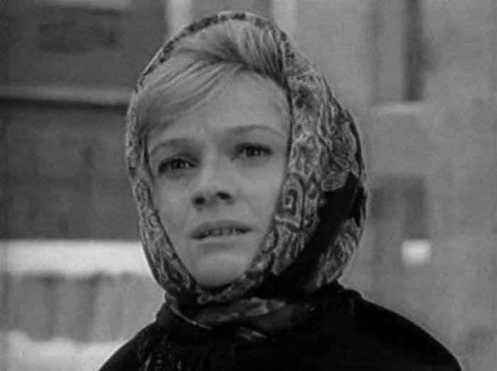 Любовь Виролайнен, кадр из фильма «Дорога домой». / Фото: www.kino-teatr.ru