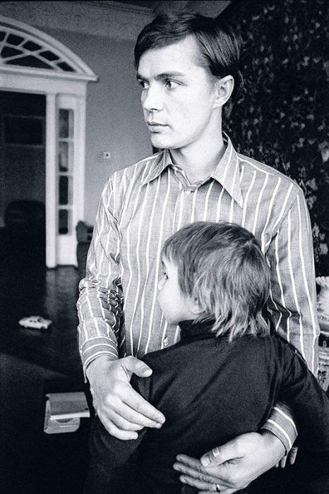 Лев Прыгунов с сыном. / Фото: www.7days.ru