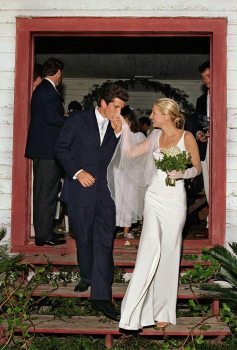Кэролин Бессетт и Джон Кеннеди-младший в день свадьбы. / Фото: www.pinimg.com