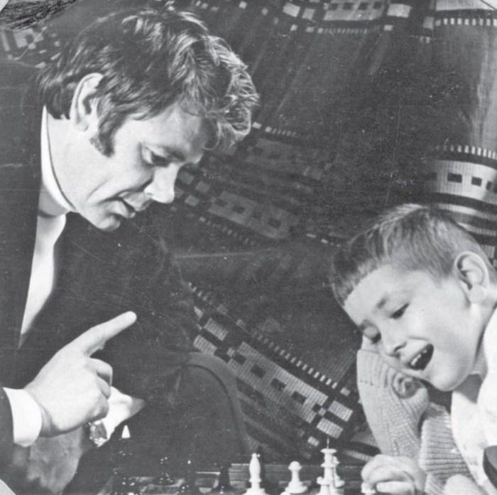 Юрий Гуляев с сыном. / Фото: www.liveinternet.ru