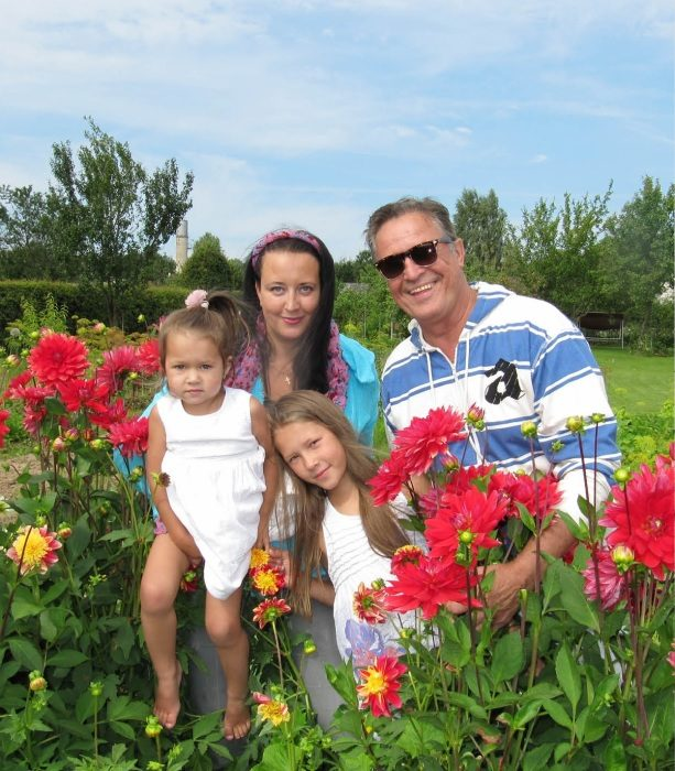 Ивар Калныньш с третьей женой и дочерьми. / Фото: www.mtdata.ru