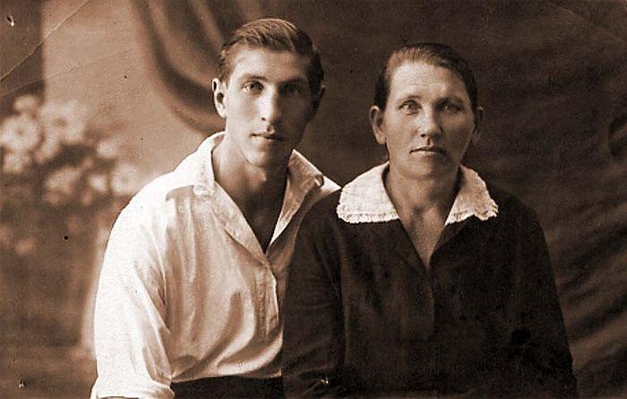 Сергей Филиппов с мамой Евдокией Терентьевной. / Фото: www.liveinternet.ru