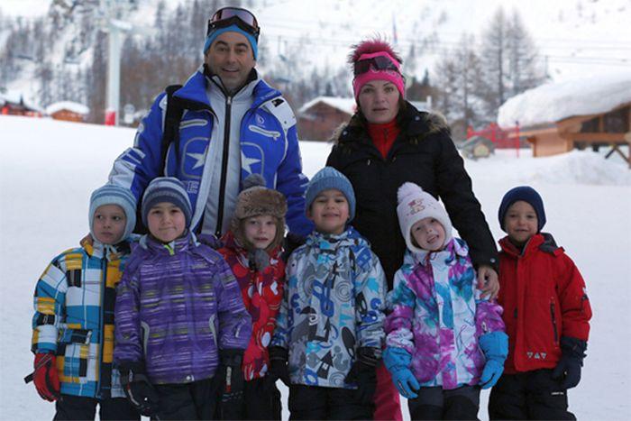 Роман Авдеев с женой и детьми во время отдыха. / Фото: www.pitachog.fun