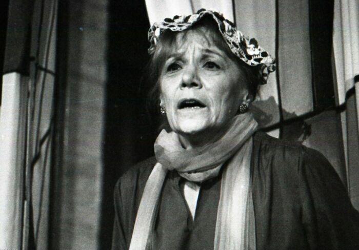 Римма Быкова в спектакле «Гарольд и Мод». / Фото: www.spheratheatre.ru