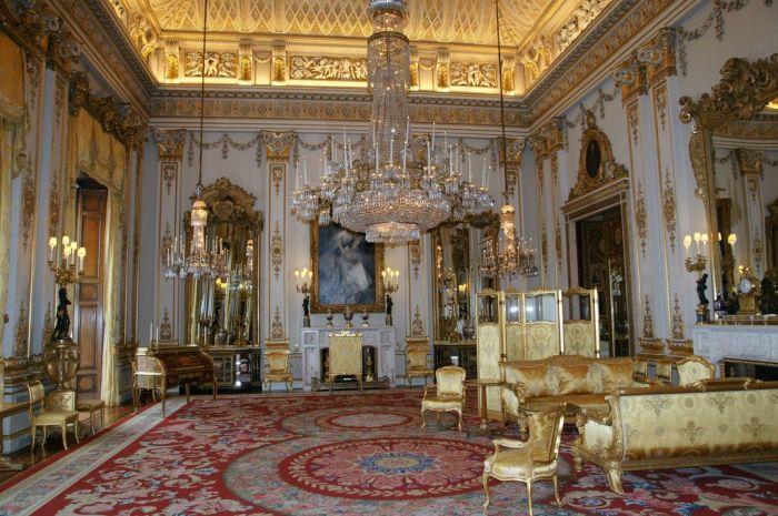 Белая гостиная Букингемского дворца. / Фото: www.rock-cafe.info