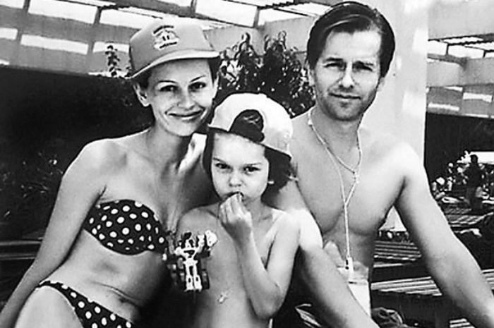 Ирина Безрукова и Игорь Ливанов с сыном. / Фото: www.ibudzdorov.ru