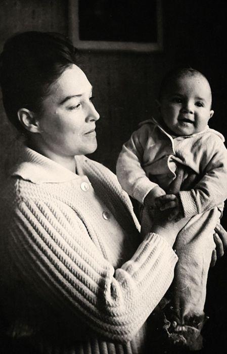Александра Завьялова с сыном. / Фото: www.kpcdn.net