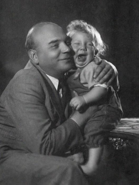 Алексей Грибов с сыном. / Фото: www.1001material.ru