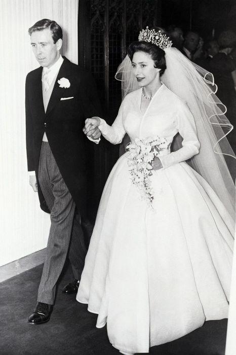 Принцесса Маргарет и Тони Армстронг-Джонс в день свадьбы. / Фото: www.pinimg.com