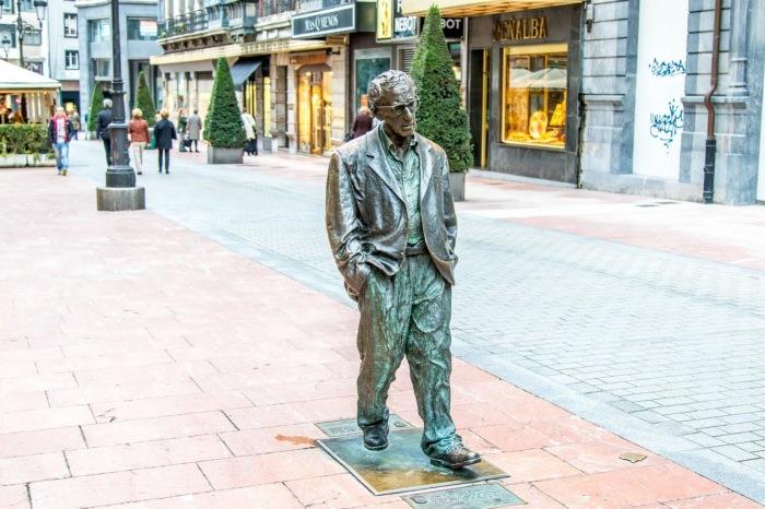 Памятник Вуди Аллену в Овьедо. / Фото: www.googleusercontent.com