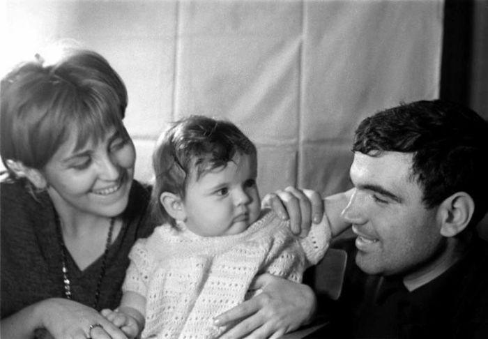 Геннадий Шпаликов и Инна Гулая с дочерью. / Фото: www.ruftv.ru