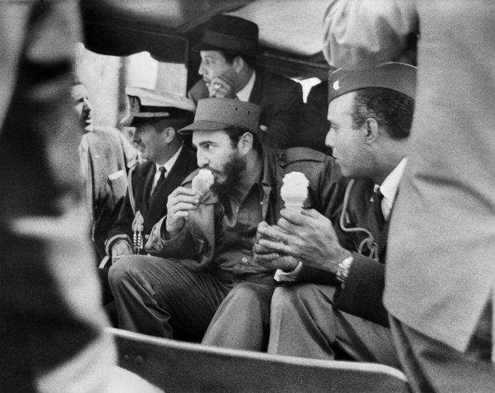 Фидель Кастро с мороженым. / Фото: www.pinimg.com