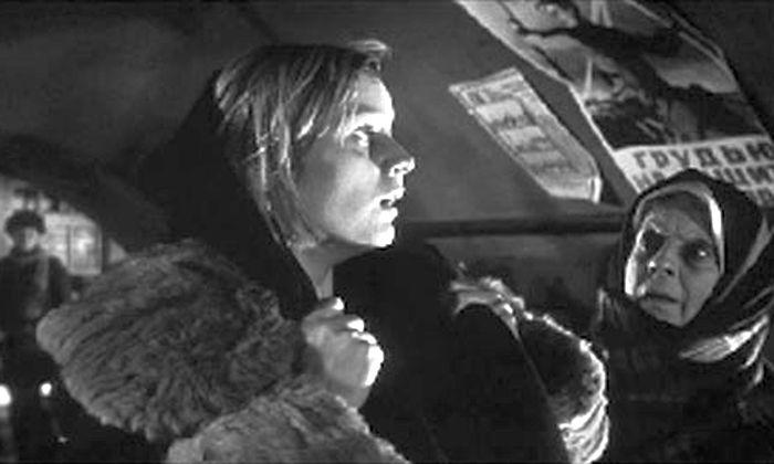 Любовь Виролайнен, кадр из фильма «Зимнее утро». / Фото: www.kino-teatr.ru