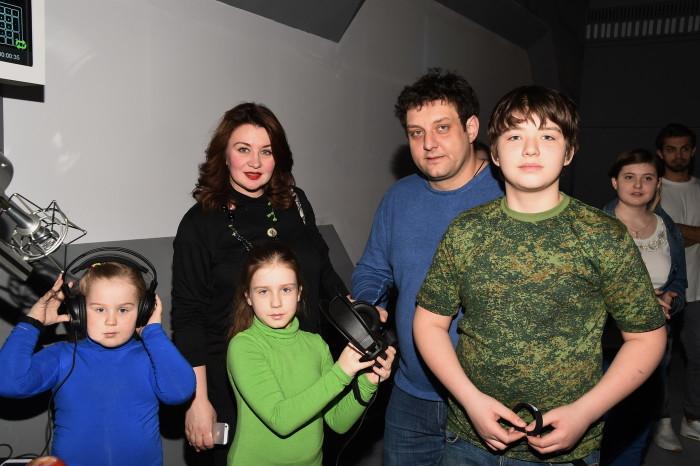 Михаил Полицеймако с женой и детьми. / Фото: www.woman.ru
