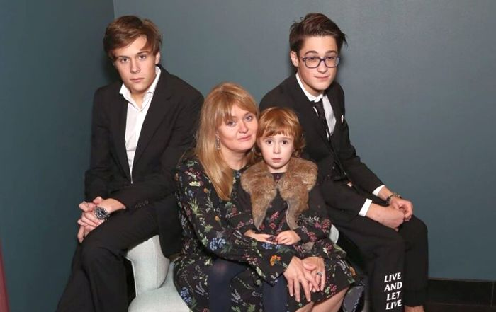 Анна Михалкова с детьми. / Фото: www.graziamagazine.ru