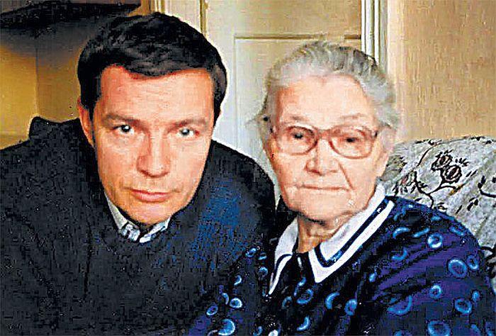 Лев Прыгунов с мамой. / Фото: www.tele.ru