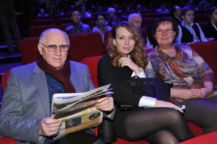 Валерий Баринов с женой и дочерью. / Фото: www.teleprogramma.pro