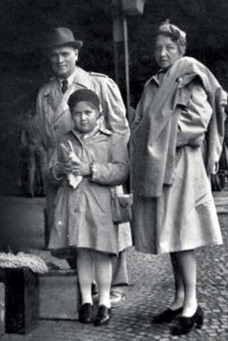 Катерина Корнакова и Борис Бриннер с дочерью Катей. / Фото: www.kiozk.ru
