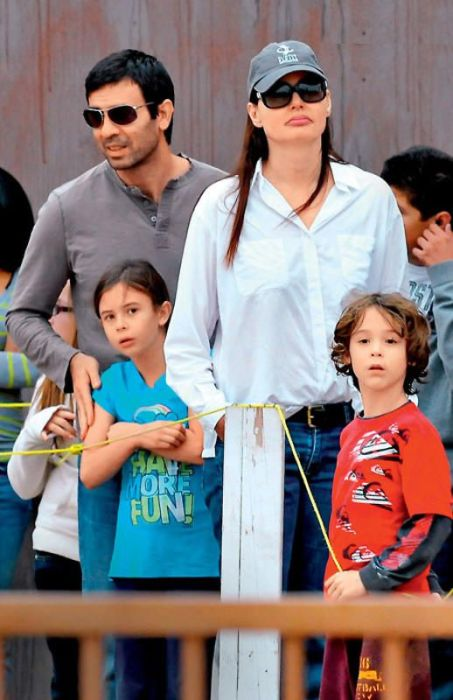 Джина Дэвис с мужем и детьми Ализе Кешвар и Кианом Уильямом. / Фото: www.7days.ru
